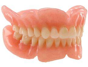 Акриловый зубной протез
