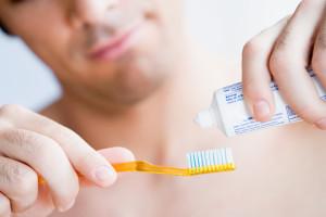 Чем чистить зубы после имплантации