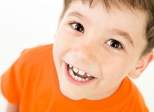 Как выровнять кривые зубы у детей