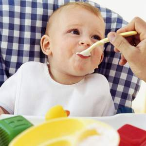 Особенности питания и уход во время прорезывания зубов