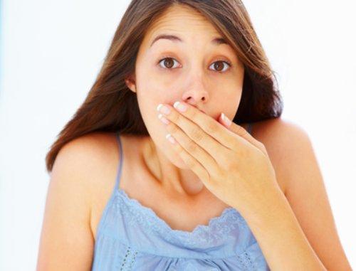 запах изо рта перед месячными