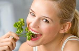 Чем устранить неприятный запах изо рта